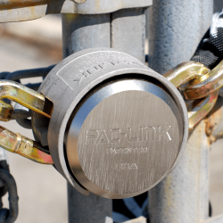 "Padlock PAC-LINK  Rekeyable Hardened Steel Hockey-Puck, Keyed Different, 1M of 1/2"" Square Chain"
